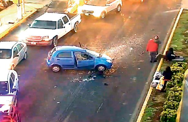 Abuelito y nietos sufren accidente