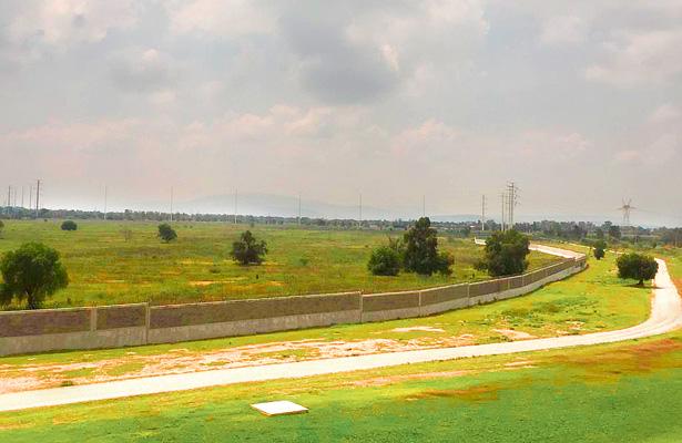 Los terrenos de la refinería en espera de ser utilizados