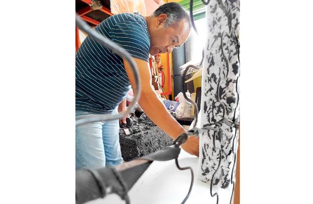 Una década fabricando y reparando muebles