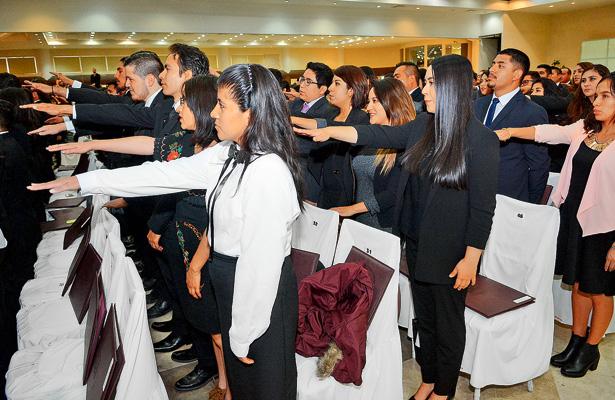 UAEH realiza emotiva ceremonia de titulación