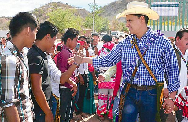 Exgobernador de Nayarit sí está en México y consulta abogados de Jalisco