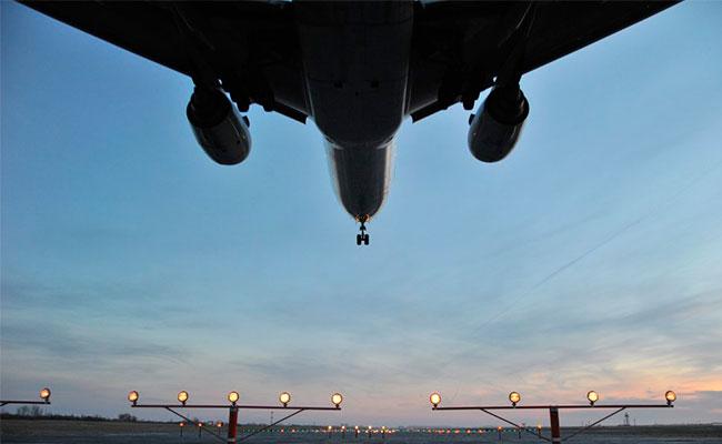 Reabren aeropuerto de Newark tras incendio en avión de United Airlines
