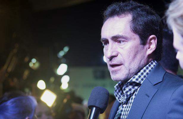 Damian Bichir orienta a inmigrantes en Estados Unidos
