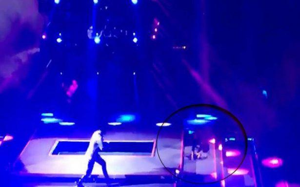 [Video] Irán Castillo se cae durante concierto en Puebla