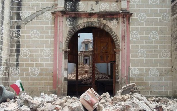 Surgen los milagros: Sismo derrumba templo, pero imágenes están intactas
