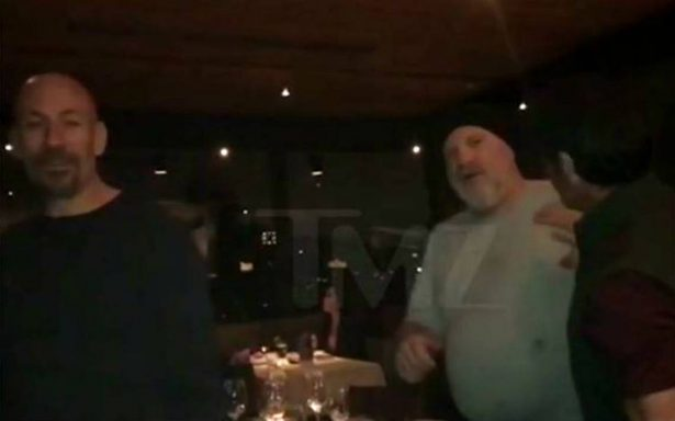 [Video] Por una foto, golpean a Harvey Weinstein en un restaurante de Arizona