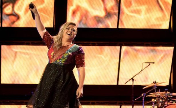 "¡Kelly Clarkson se prepara como coach para ""The Voice""!"