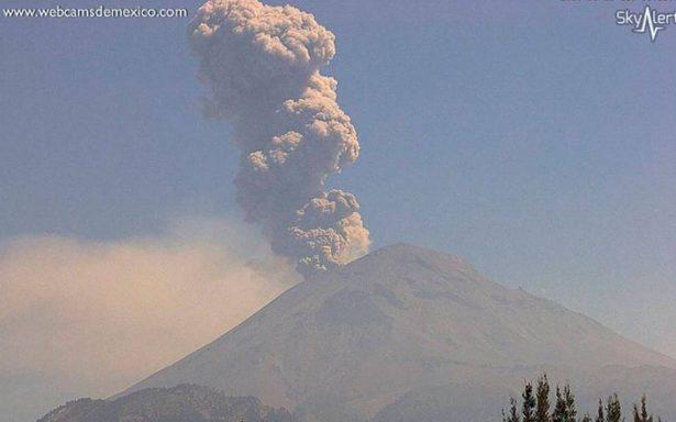 Popocatépetl registra exhalación de 1,500 metros; ceniza va para Puebla