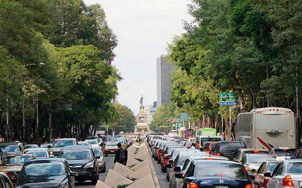 Autos con engomado verde no circulan este jueves