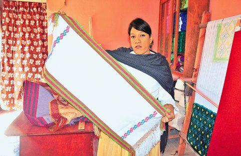 Expondrán en España artesanía textil de Celaya