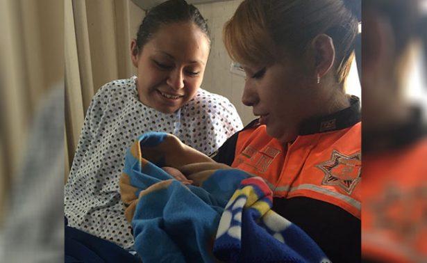 Mujer da a luz a bordo de un taxi en Edomex