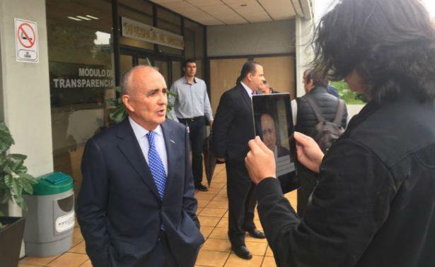 Pedro Ferriz de Con interpone demanda contra lineamientos de piso parejo