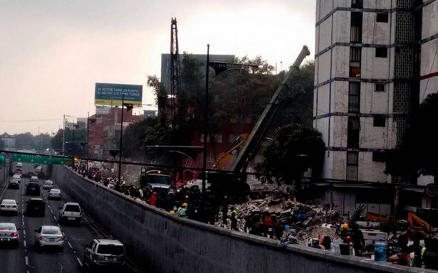 Lluvia complica labores de rescate en Ciudad de México