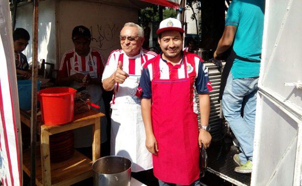 Regalan tacos y tortas por triunfo de Chivas en la Liga MX