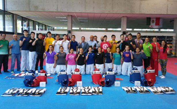Entrega de petos a taekwondoines