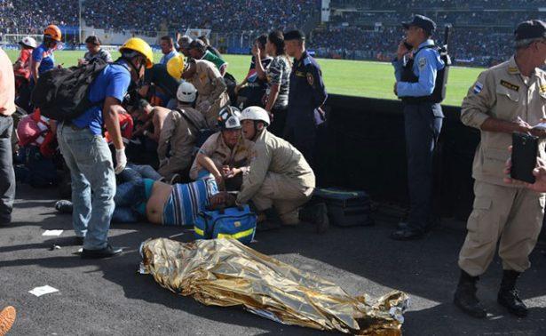 Avalancha en estadio de futbol de Tegucigalpa deja 4 muertos