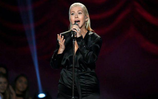 ¡Con la piel chinita! Christina Aguilera conmueve con homenaje a Whitney Houston