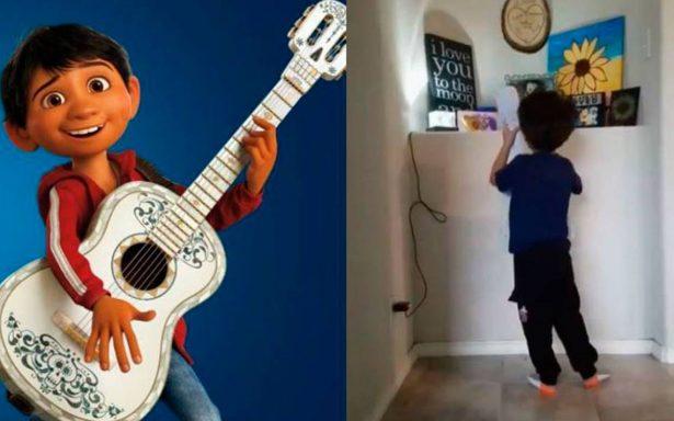 """[Video] Niño le canta """"Recuérdame"""", de """"Coco"""", a su hermanita muerta"""