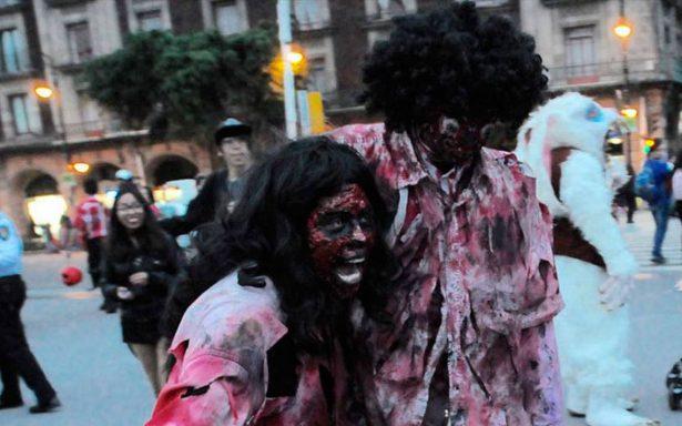 'Monstruos' toman la CDMX y aterrorizan las calles en el Día de Muertos