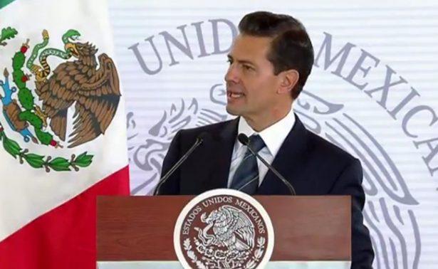 """""""Labor de maestros es fundamental para el futuro del país"""", afirma Peña Nieto"""