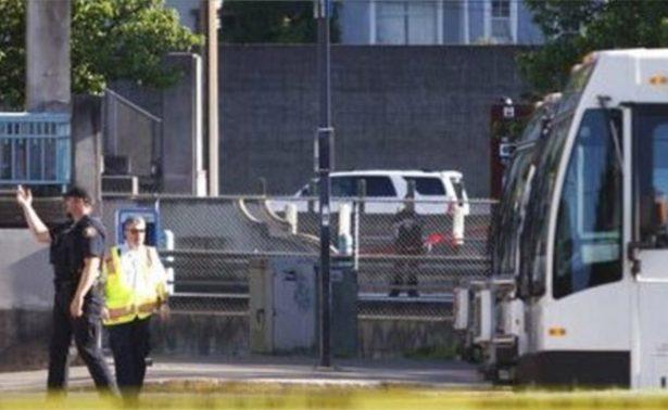 Hombre asesina a dos pasajeros y hiere a uno en tren de Portland