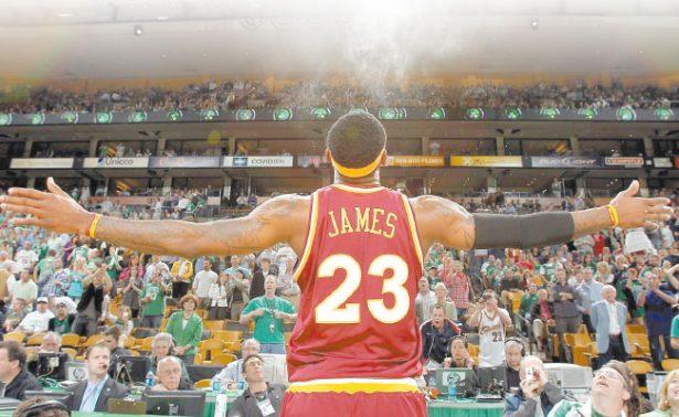 LeBron James busca superar a su majestad Michael Jordan