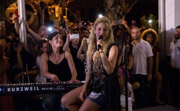 ¡Shakira da concierto sorpresa en un bar de Miami!
