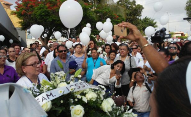 Homenajean a director del ISSSTE asesinado en Mazatlán