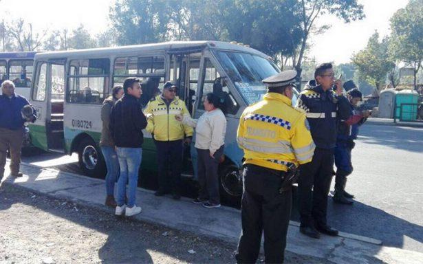 Al menos 10 lesionados en choque de transporte público y autos particulares