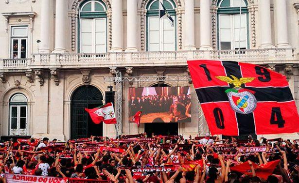 Benfica ofrece la Copa de campeón a sus seguidores