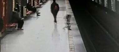 [Video] Bebé se lanza a las vías del Metro y sorprende a usuarios