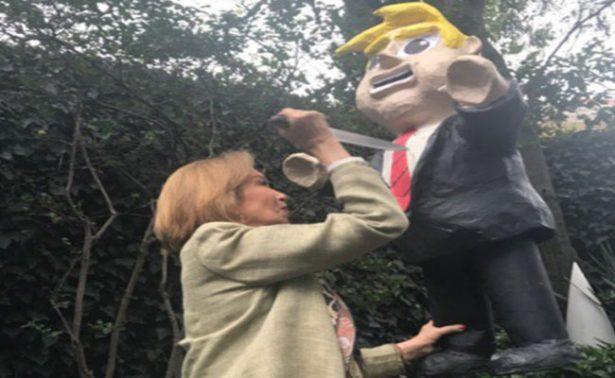 Guadalupe Loaeza festeja su cumpleaños apuñalando piñata de Trump