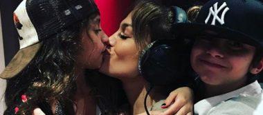 Jennifer Lopez sorprende con beso en la boca… ¿a su hija?