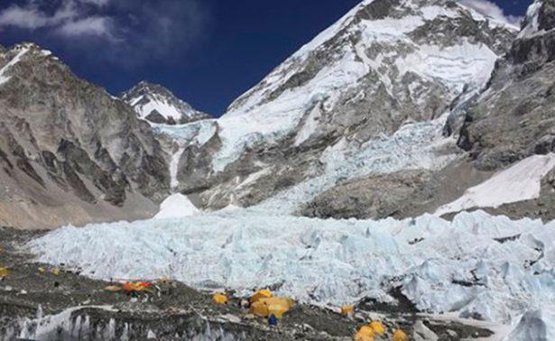 Alpinista que sobrevivió a terremoto en 2015, muere en el Everest