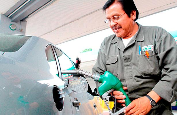 Continúa lento servicio en gasolineras