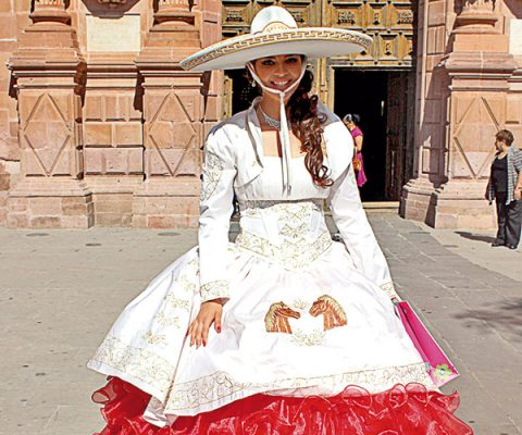 María Guadalupe, airosa en sus XV