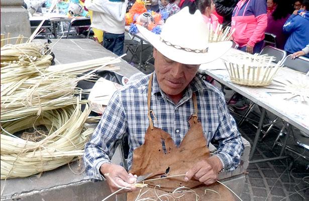 Cestería de carrizo, una tradición de la familia Contreras