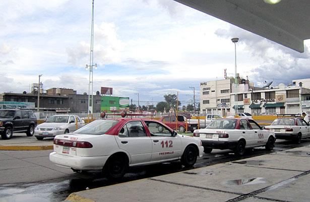 Buscan profesionalizar a los taxistas