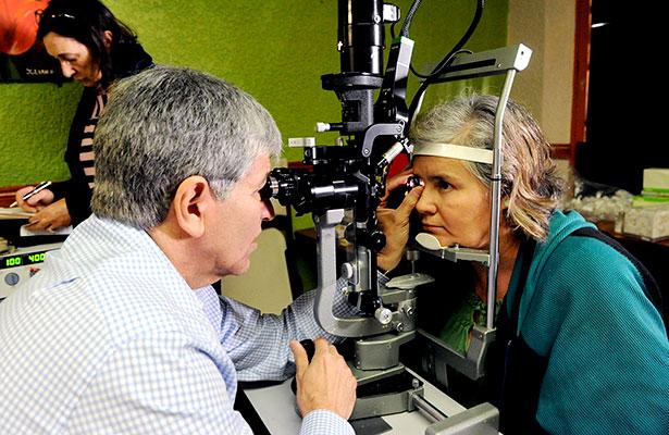 Especialista exhorta a cuidar los ojos