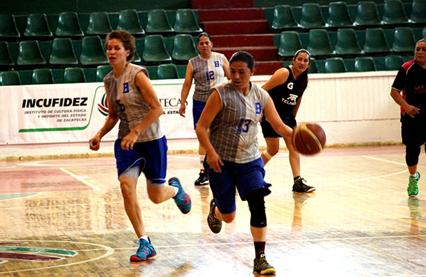 Mariscos El Feo hundió a Coyotas en basquetbol