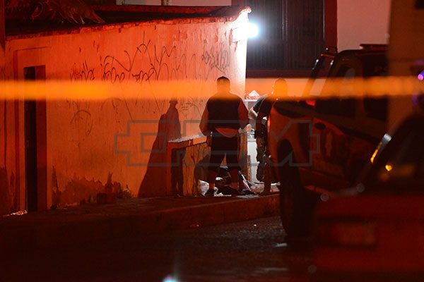 Asesinan a dos personas en la Benito Juárez