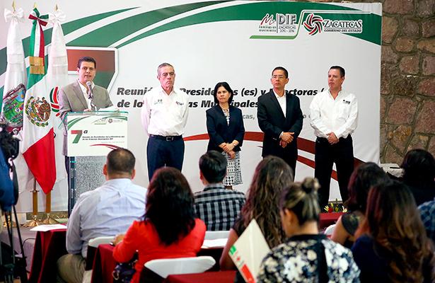 Claridez y transparencia pide Gobernador a SMDIF