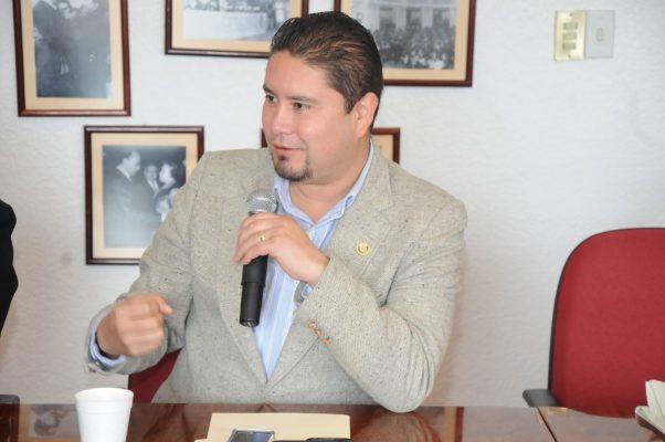 Busca Iván de Santiago dirigencia del PRD