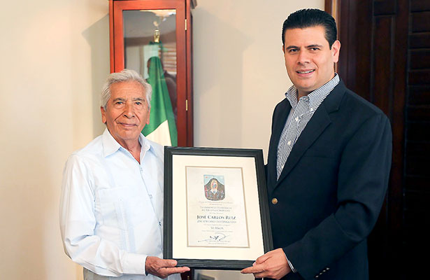 Reconocen trayectoria de José Carlos Ruiz