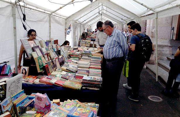 """Libreros denuncian """"hostilidad"""" de comerciantes"""