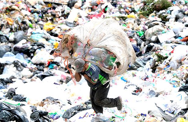 Entre la basura para sobrevivir