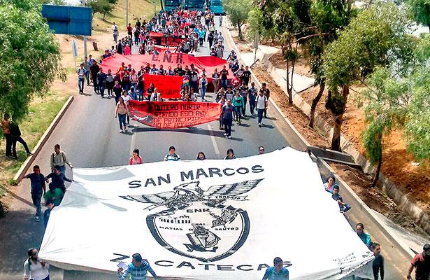 Realizan marcha normalistas de San Marcos