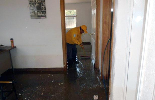 Ayudan a afectados por las inundaciones