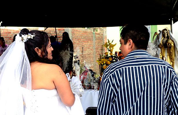 """Se casaron ante la """"Santa Muerte"""""""