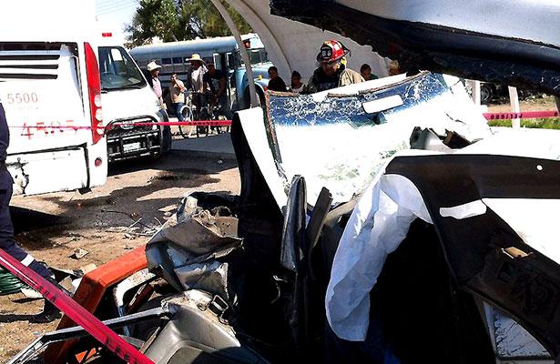 Mueren dos en accidente en El Saladillo